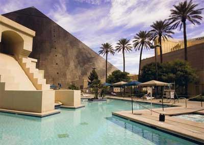 Las vegas pools - Luxor hotel las vegas swimming pool ...
